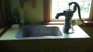 Sink with in-house pump
